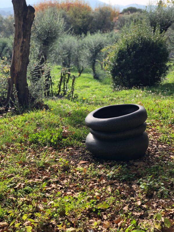 Stelle XL Vase in the garden